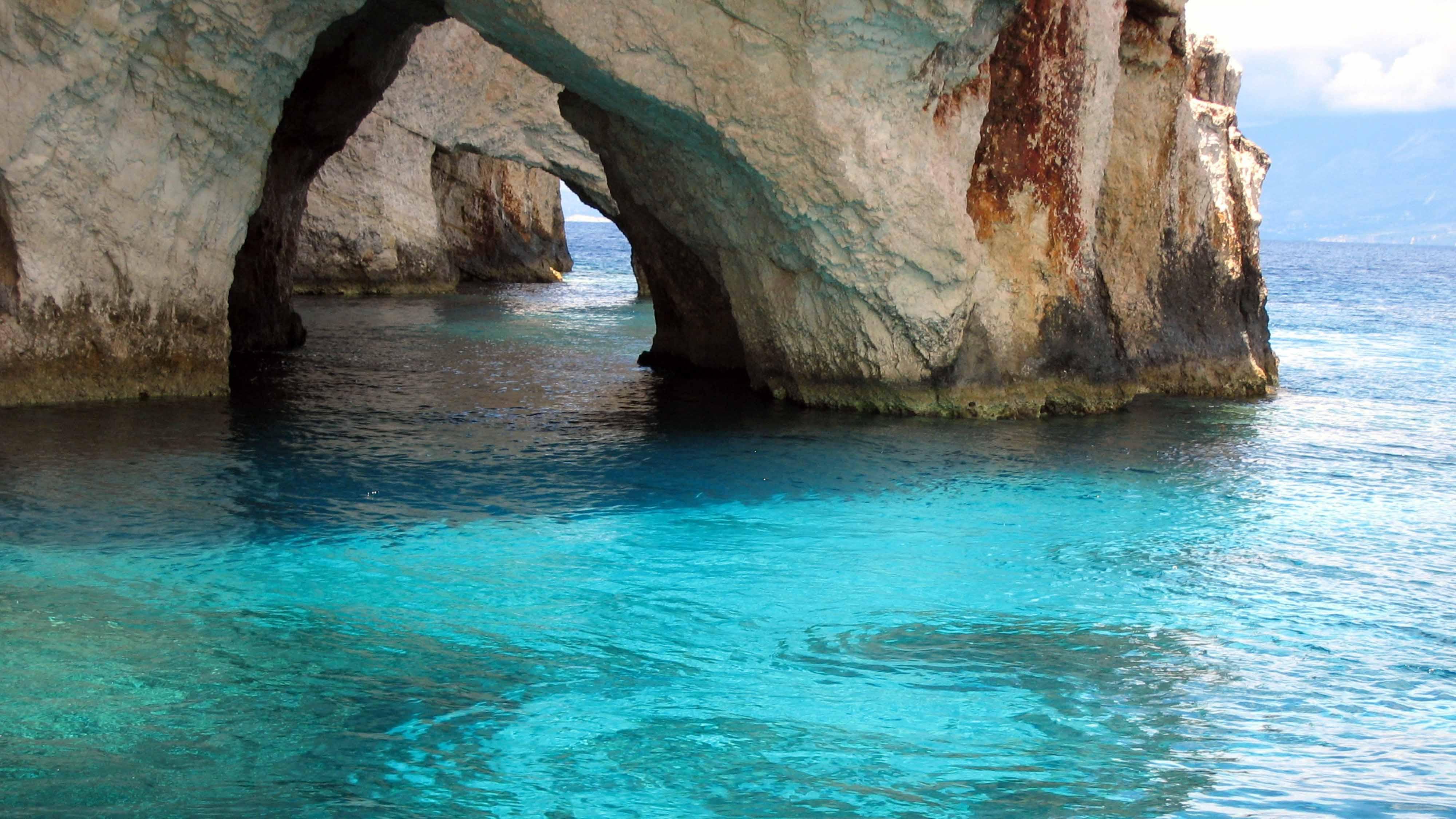 destination-blue-caves